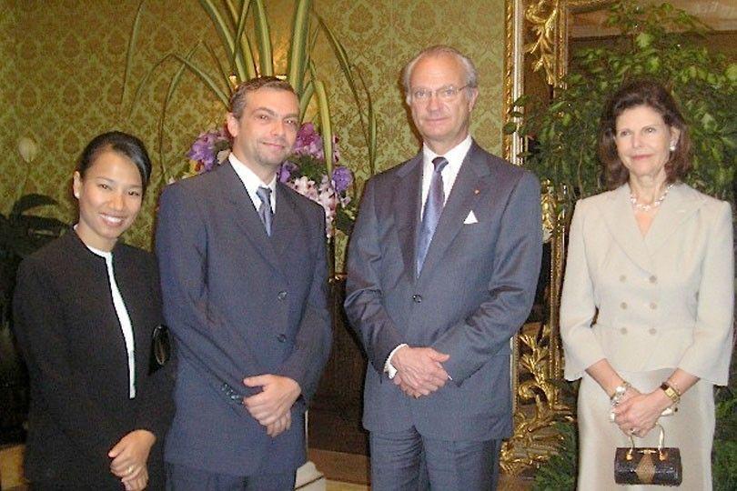 Sveriges Kung på besök i Thailand efter tsunamin.