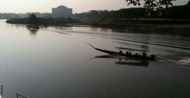 Nyår vid Kok River i chiang Rai, Thailand.